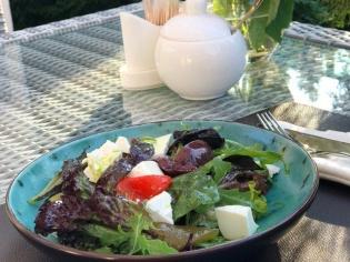 Салат з ферментованим перцем та сливою