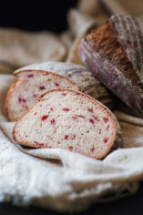 Буряковий хліб з чорносливом