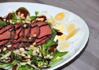 Салат с ростбифом и камамбером