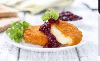 Жаренный Комомбер в кунжуте с фруктовым соусом