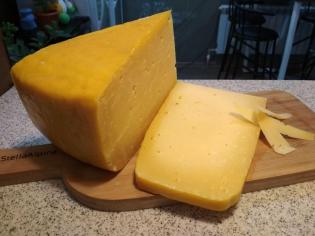 Голландский выдержанный сыр