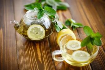 Чай с лимоном черный