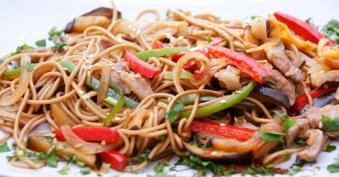 Смажена локшина Stir-fry. з овочами