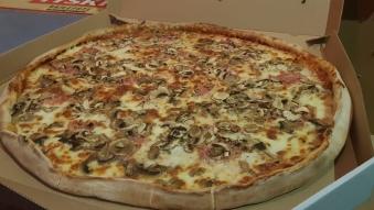 Capriciosa 40 Pizza 1/2
