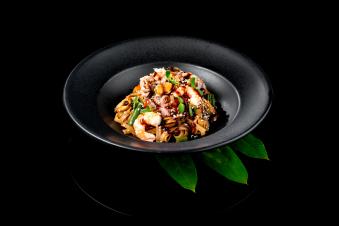 Локшина WOK з морепродуктами та овочами