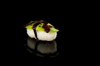 Суші з авокадо