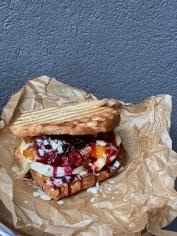 Сендвіч з сиром камамбер