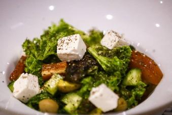Салат зі свіжих овочів та соусом VEGGA