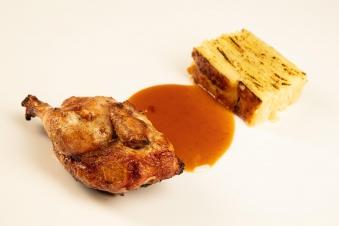 Половинка курча на грилі з соусом деміглас та гратеном з картопфелю 200/40/130 г