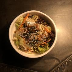 Салат з філе макрелі та азійським соусом