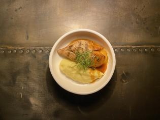 Куряче філе на грилі з крем-пюре та соусом  демігляс