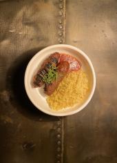 Люля-кебаб з кус-кусом, овочами та томатно-пряним соусом