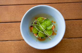 Тартар з лосося з трьома видами огірків (160)
