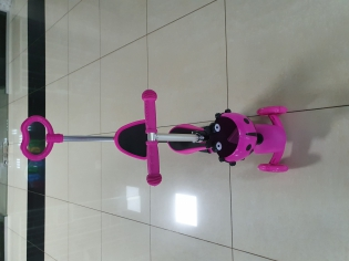 Самокат рожевий божа корівка з ручкою