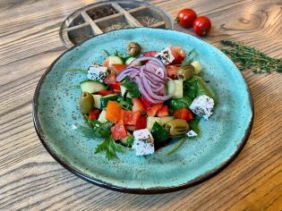 Грецький з грильованими оливками
