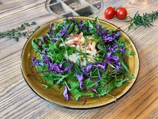 Салат із курячим стегном та запеченим перцем