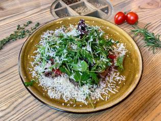 Салат від Шефа з телятиною та запеченими овочами під соусом sweet chili