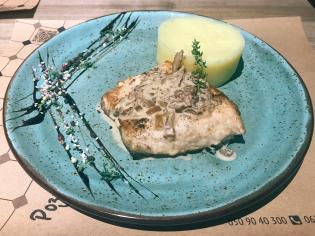 Риба від Шефа із соусом з білих грибів та картопляним пюре