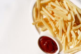 Картопля фрі з соусом