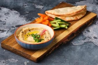 Хумус з пітою і овочами (230г)