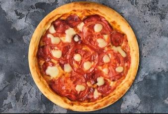 Склад: салямі, в'ялені томати, свіжі томати, моцарела, орегано, пармезан