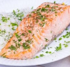 Філе лосося у винному соусі