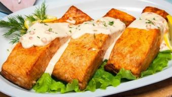 Філе лосося під ікорно-креветочним соусом
