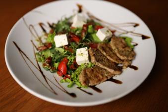 Салат з телятиною-гриль 250г