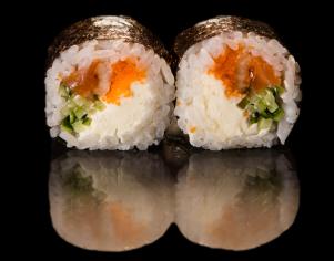 Футомакі з вугрем і лососем