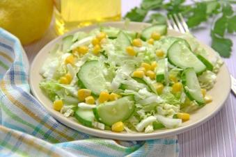 Салат з Капусти з Огірком та Кукурудзою 200г (пт)